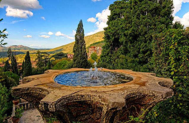 Villa d'Este Tivoli / The Fountain of the Bicchierone, seen from the Terrace