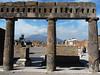 Pompeje, fórum, v pozadí Vesuv , foto: Petr Nejedlý