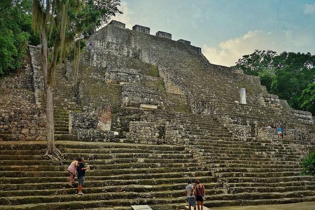 MEXICO, Mayastätte Calakmul, inmitten eines unendlich scheinenden Dschungels. verborgen, versteckt im tiefen Dschungel , Struktur  2, 19739/12656