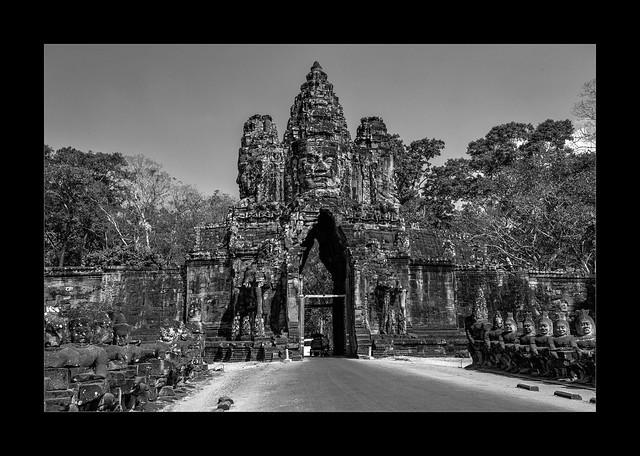 5665SEcb The North Gate at Angkor Thom
