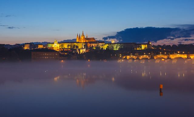 Mlha nad Vltavou
