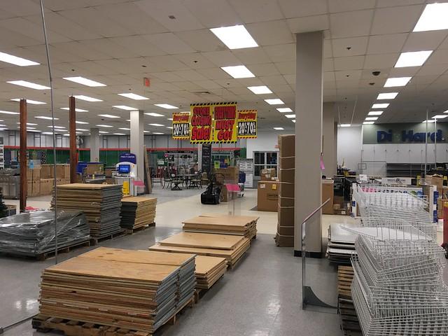 Steeplegate Mall Sears Seasonal Area Fixtures fo Sale