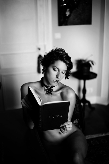 About love  Amandine Collier @virago.fetish @lamarjackson.photography  Canon 5d M3 Lens 85mm 1.8 Natural light  #oldwork #photoshoot #shooting #seancephoto #photography #photographie #femme #noiretblanc #blackandwhite #aboutlove #love #poesie #book #insta