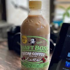 コーヒー好きなのにカフェインで目眩することが増えたので結局これを箱買いしました:droplet:。コンビニに売ってないんだよなぁ。空腹だと、おーいお茶でも目眩するぐらいダメなのにコーヒーは飲みたい。。。