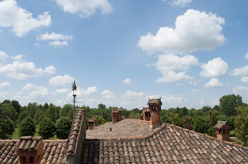 morimondo milano italia italy abbaziadimorimondo house roof rooftiles nature trees landscape countryside clouds sky colors bluesky blue green red spring sunlight travel nikond90