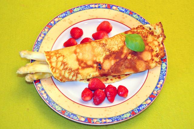 Mai 2020 ... Pfannkuchen mit Spargel und Erdbeeren, Bio-Qualität, vegetarisch ... Brigitte Stolle