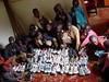 Před časem jsme reagovali na prosbu z Keni o běžecké boty, ve kterých se tamní mládež může účastnit závodů, jež je mohou katapultovat k výdělkům v jinak chudé zemi. Do Keni bylo odesláno sto párů bot a z africké země následně přišlo fotopoděkování., foto: archiv Běhej.com