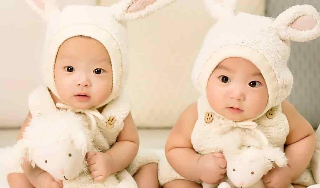 les-femmes-âgées-sont-plus-susceptibles-avoir-des-jumeaux