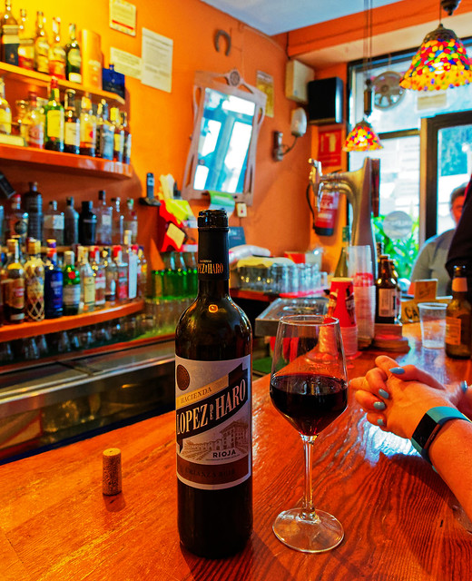 A Nice Rioja ( Lopez de Haro) L'Abadia Bar - Valencia (Olympus OM-D EM1.2 & M.Zuiko 12-100mm F4 Zoom) (DxO Edited)