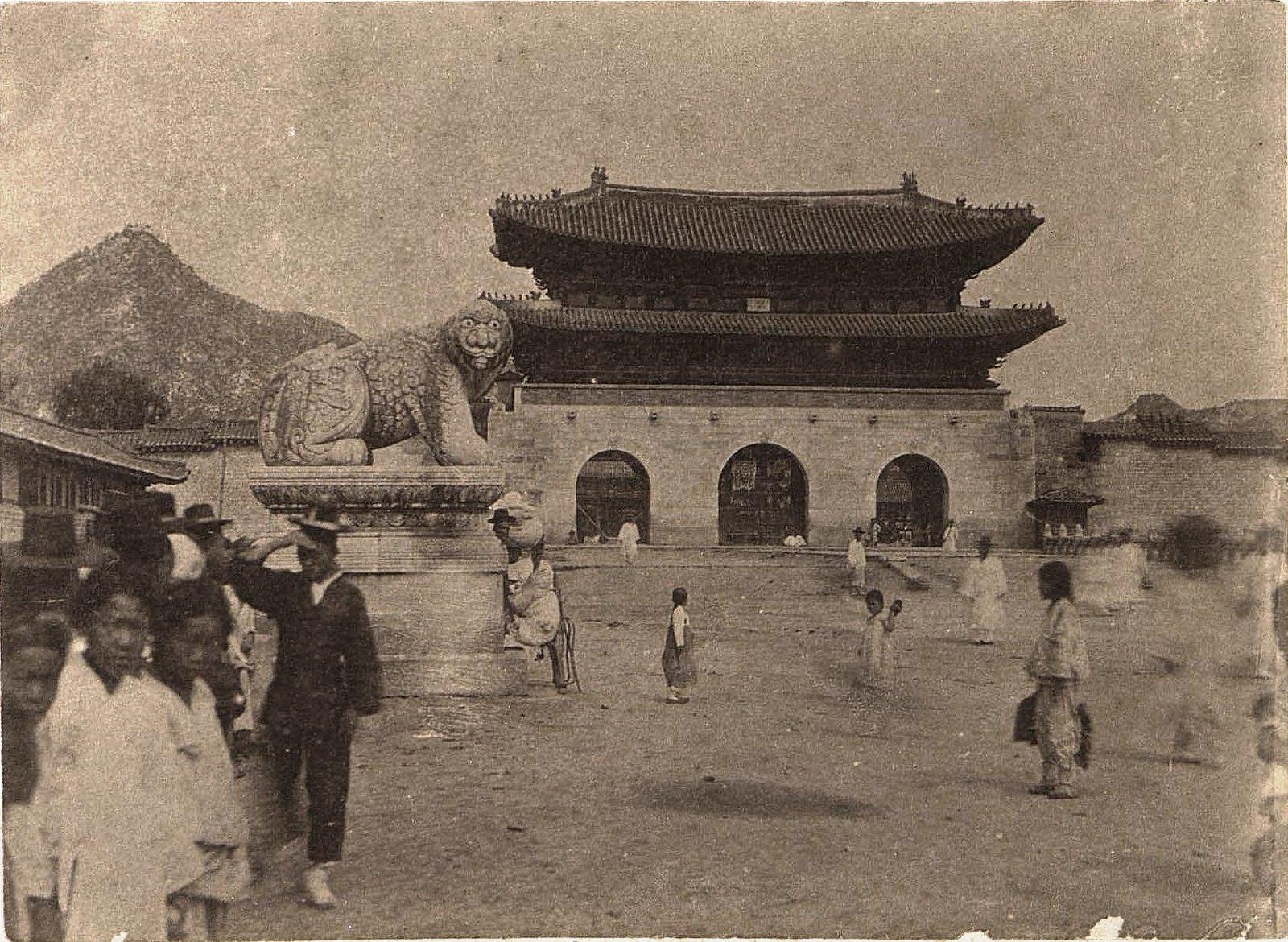 1898. Ворота близ Сеула