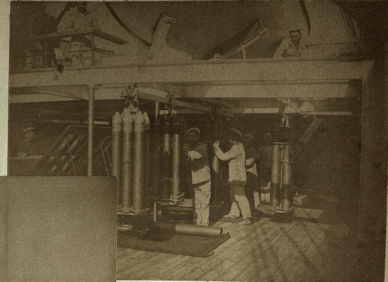 1898. Владивосток. Матросы на палубе корабля