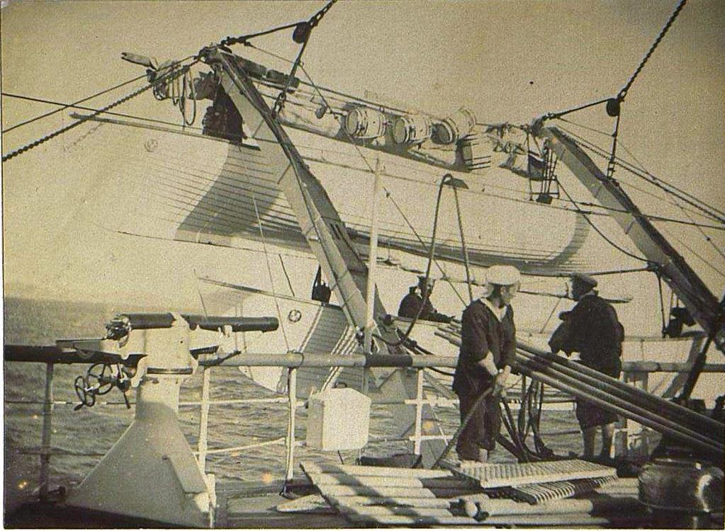 1898. Мытьё шлюпок