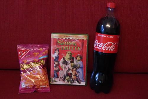 """Coca-Cola sowie Cashew-Erdnuss-Mix mit Honig & Salz zum computeranimierten Film """"Shrek, der Dritte"""""""