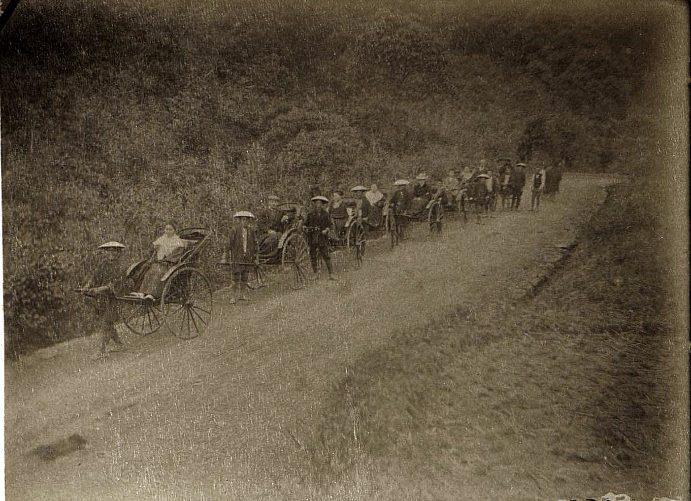 1899. Нагасаки. Прогулка на рикшах