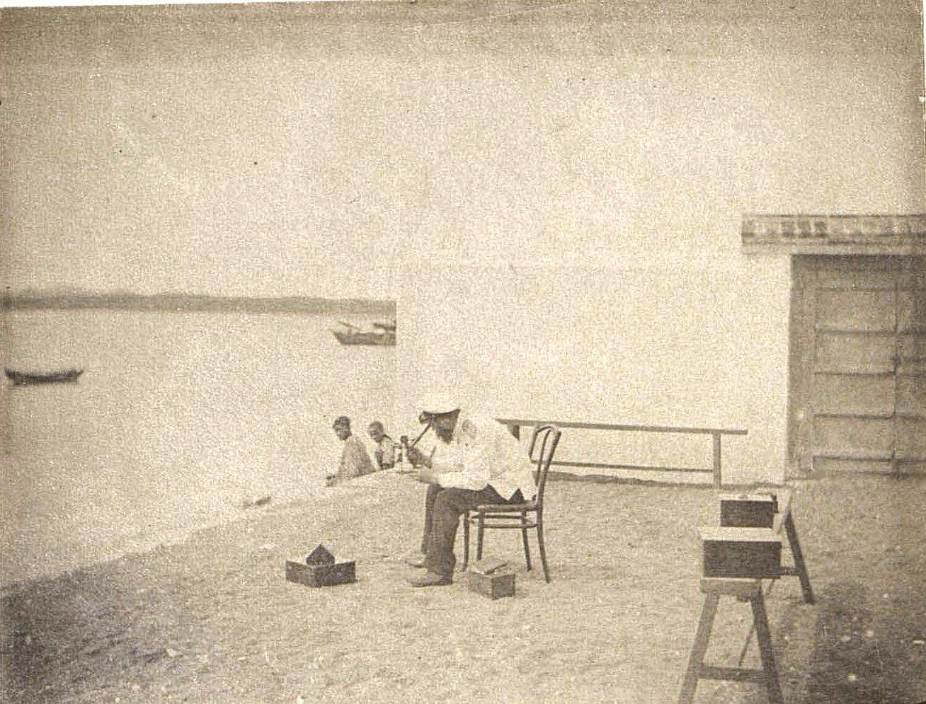 1898. Наблюдение Солнца в искусственный горизонт