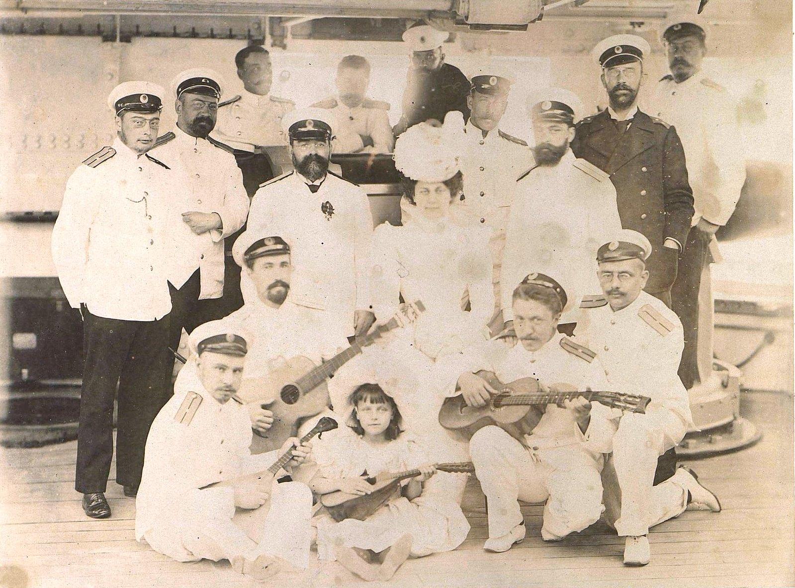 1898. Владивосток. Экипаж и гости крейсера «Владимир Мономах»