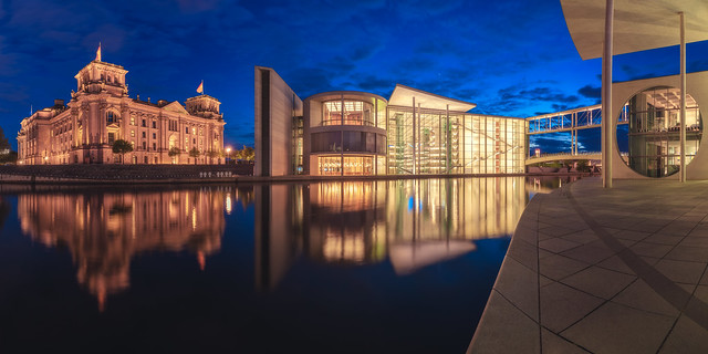 Berlin - Regierungsviertel Panorama Blaue Stunde