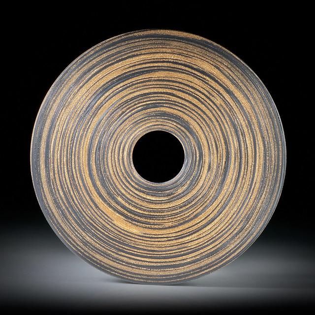 Karbon mit Glasfaser Bronze 38.67ct.  Rondelle mit zentrischer Bohrung, plangeschliffen und feinmatt ca.44x44x3mm, Bohrung 9mm