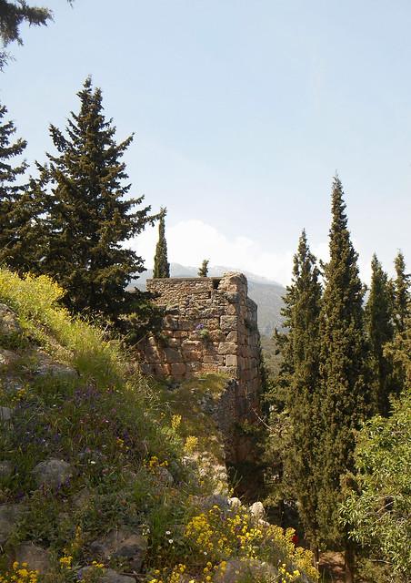 Άνοιξη και ένας λίθινος πύργος / Spring and a stone-made tower