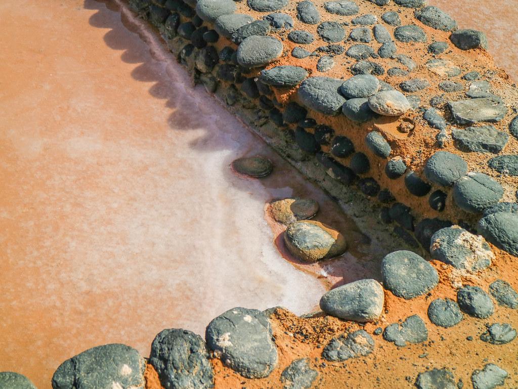 Sal en un borde de tajo en Canarias