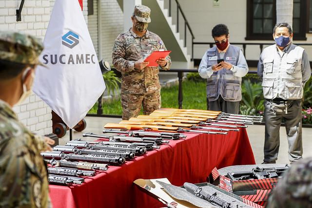 Sucamec entrega armas no letales al Comando Conjunto de las Fuerzas Armadas