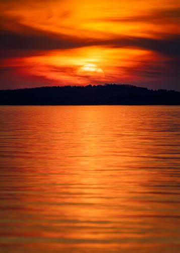 davidhoefler sunset sky sun nature vertical wisconsin outside outdoors madison lakemendota canonef100400mmf4556lisusm canoneos5dmarkiv