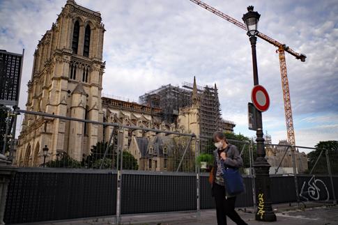 20e07 Paseo Tarde Notre Dame L_0084 variante 1 Uti 485