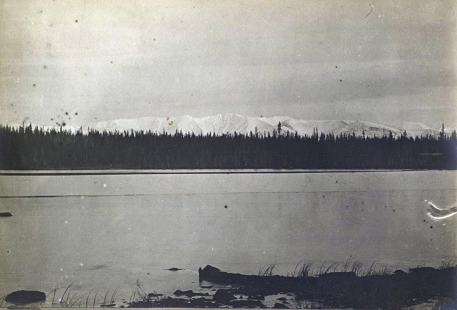 Вид на оз. Имандра и Хибинские горы