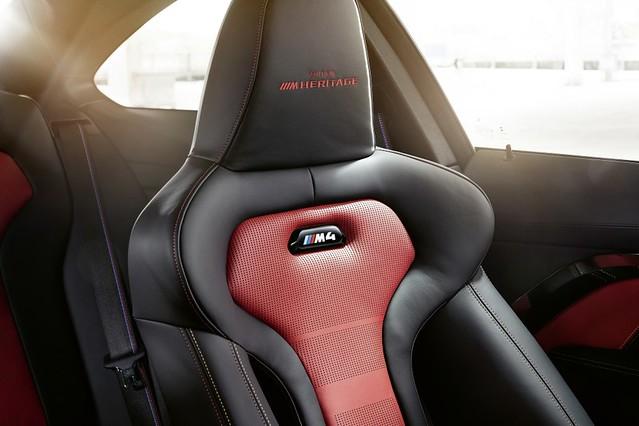 [新聞照片七]BMW M專屬雙前座跑車座椅繡上Edition M Heritage字樣