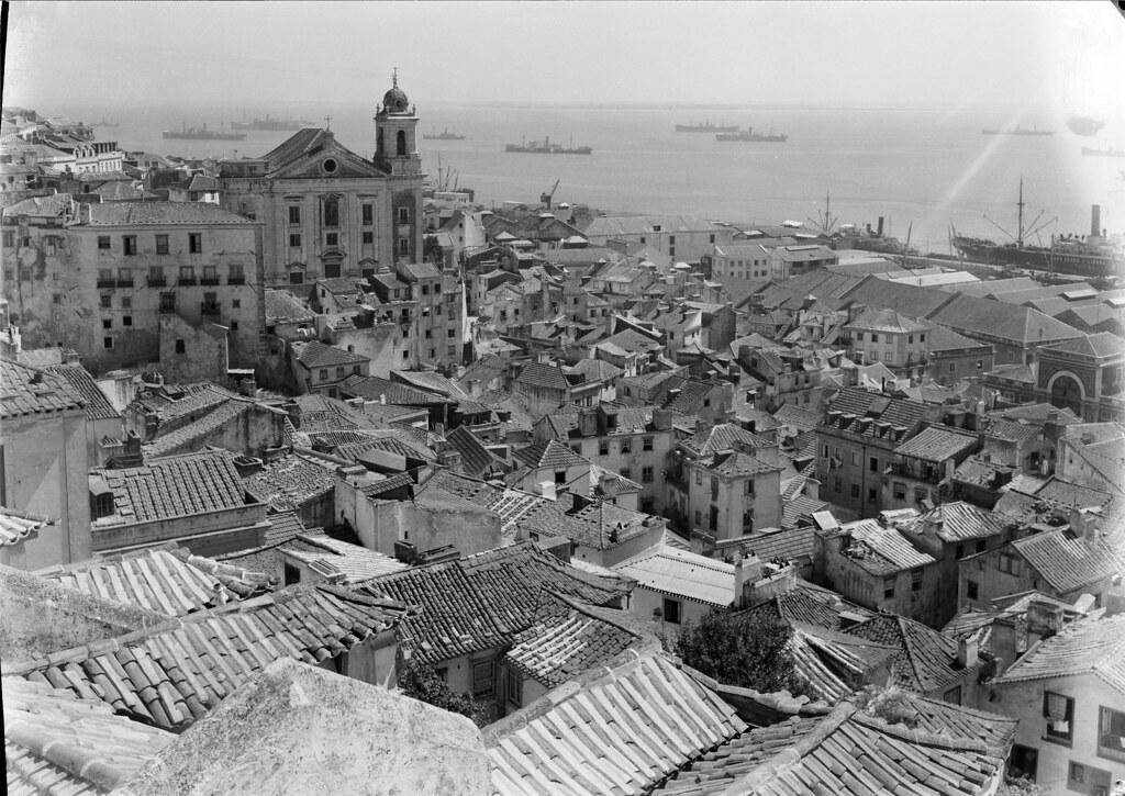 Vista de Alfama, Lisboa (M. Novais, c. 1940)