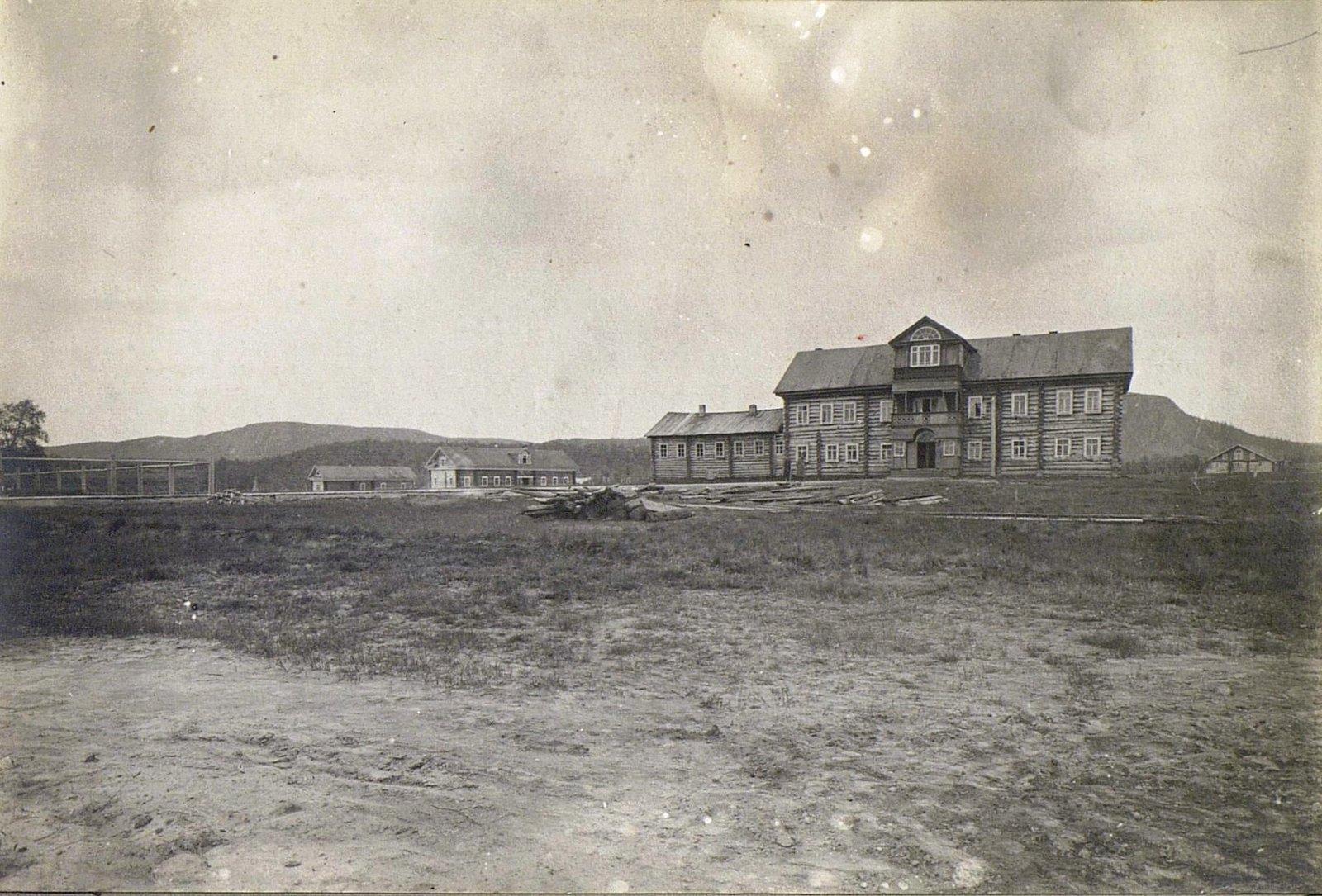 Вид на Печенгский монастырь.