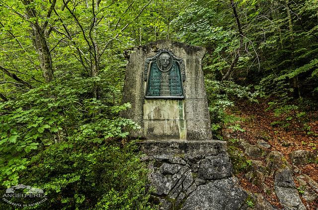 ...Monumento (Luciano Briet)