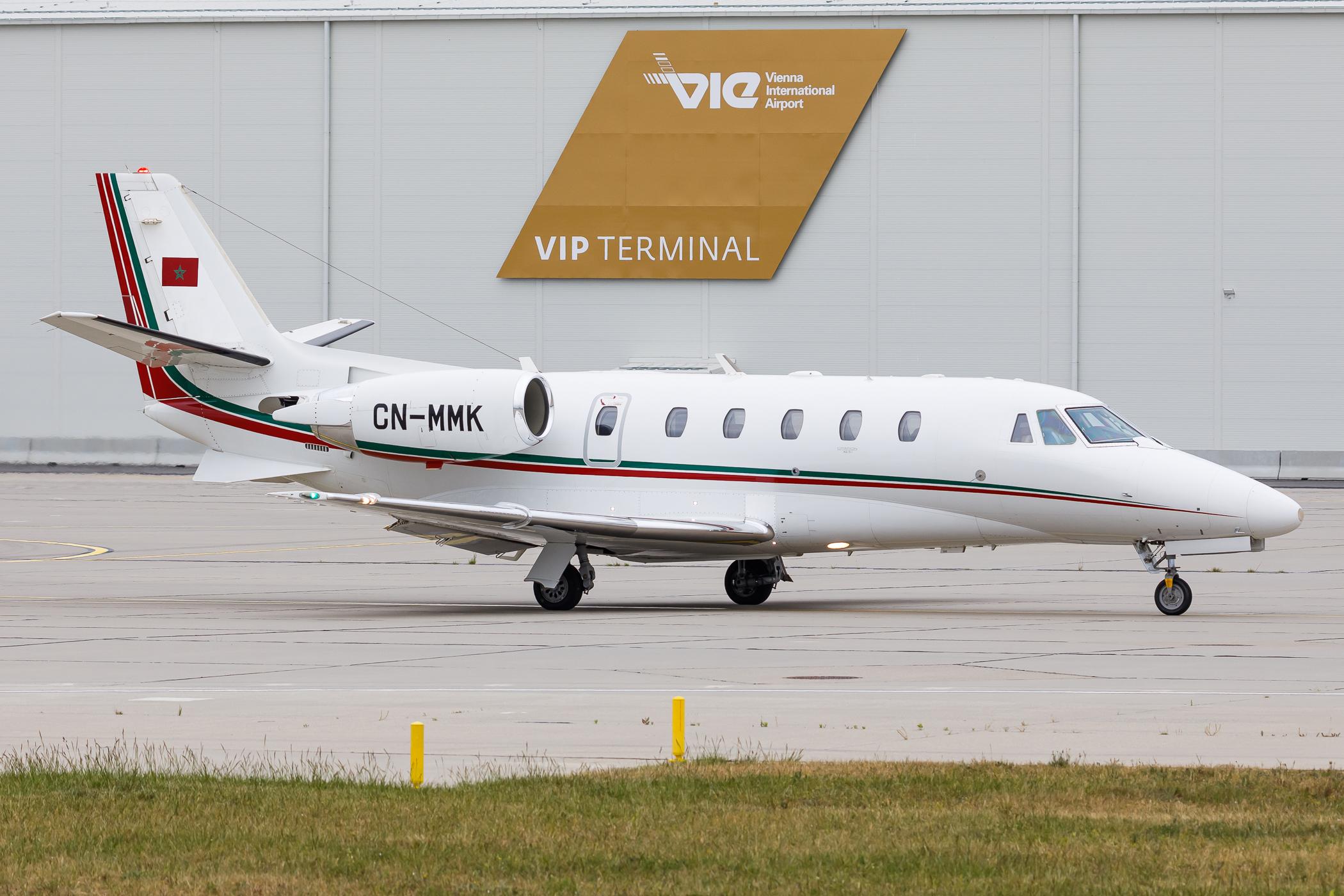 FRA: Avions VIP, Liaison & ECM - Page 24 49894756211_e299a9bffb_o_d