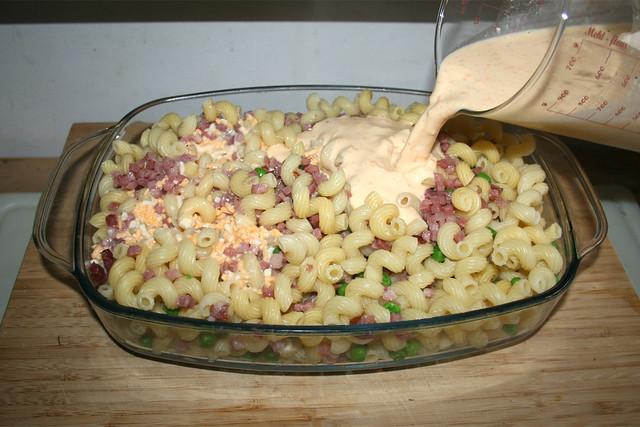 15 - Mit Eier-Sahne-Mischung übergießen / Douse with egg cream mix