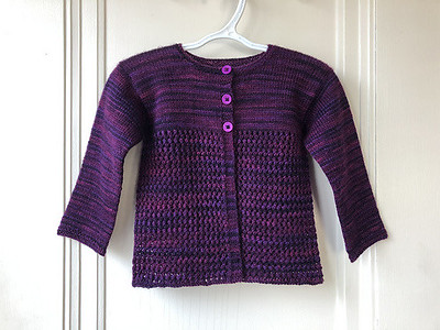 Lise finished this a couple of weeks ago as a test knit but had to wait until the pattern was released to post it! Pattern is Debut by Dani Sunshine.
