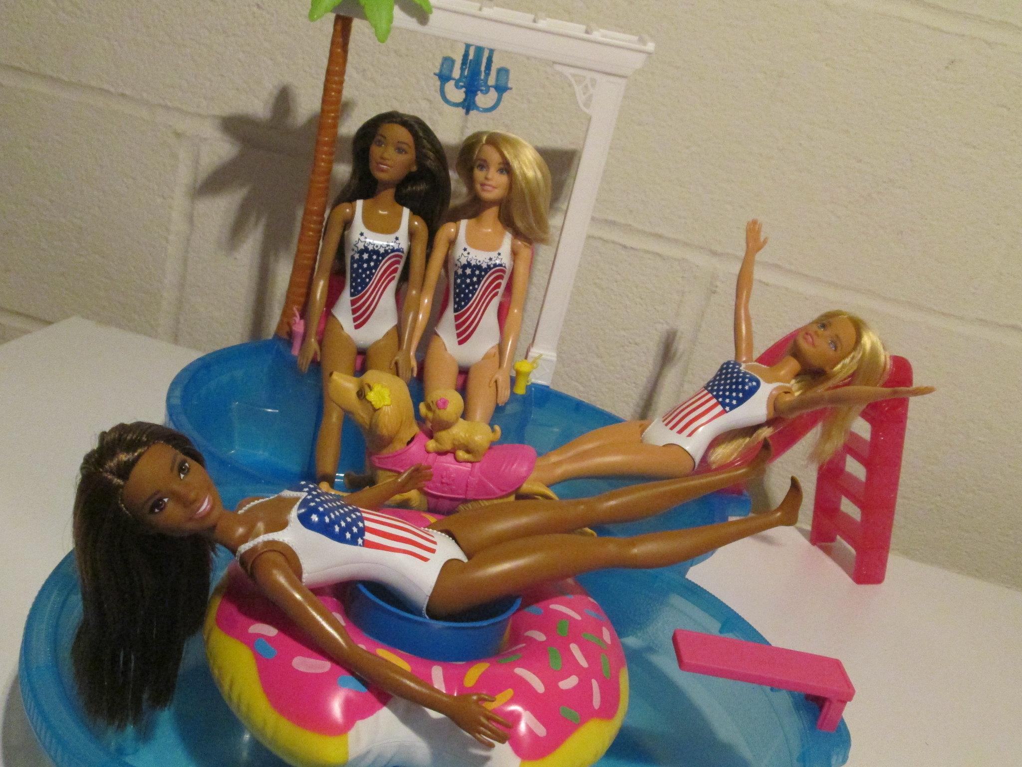 2015 boxdate USA dolls vs 2019 boxdate USA dolls 2019 girls have upgraded shoulder and neck poseability