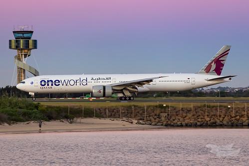 mascot newsouthwales australia qatarairways qatar qr boeing b77w syd yssy sydneyairport