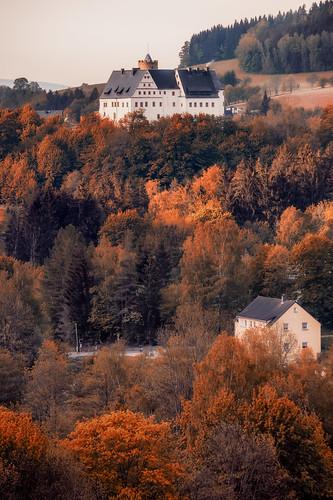 castle landscape scenery idyllic moody scharfenstein griesbach deutschland germany sachsen saxony burg tower erzgebirge oremountains canoneosrp canonef180mmf35lmacrousm