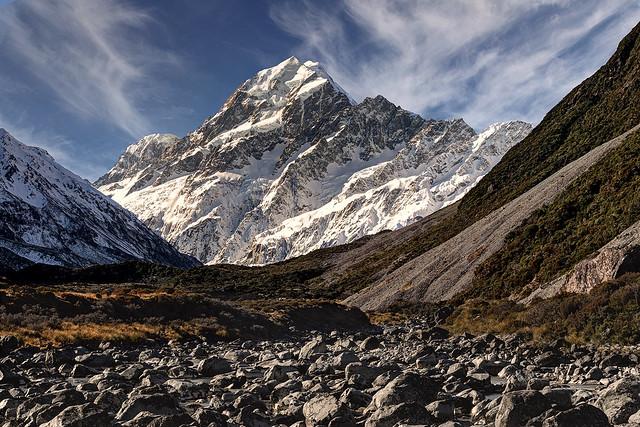 3,724 metres