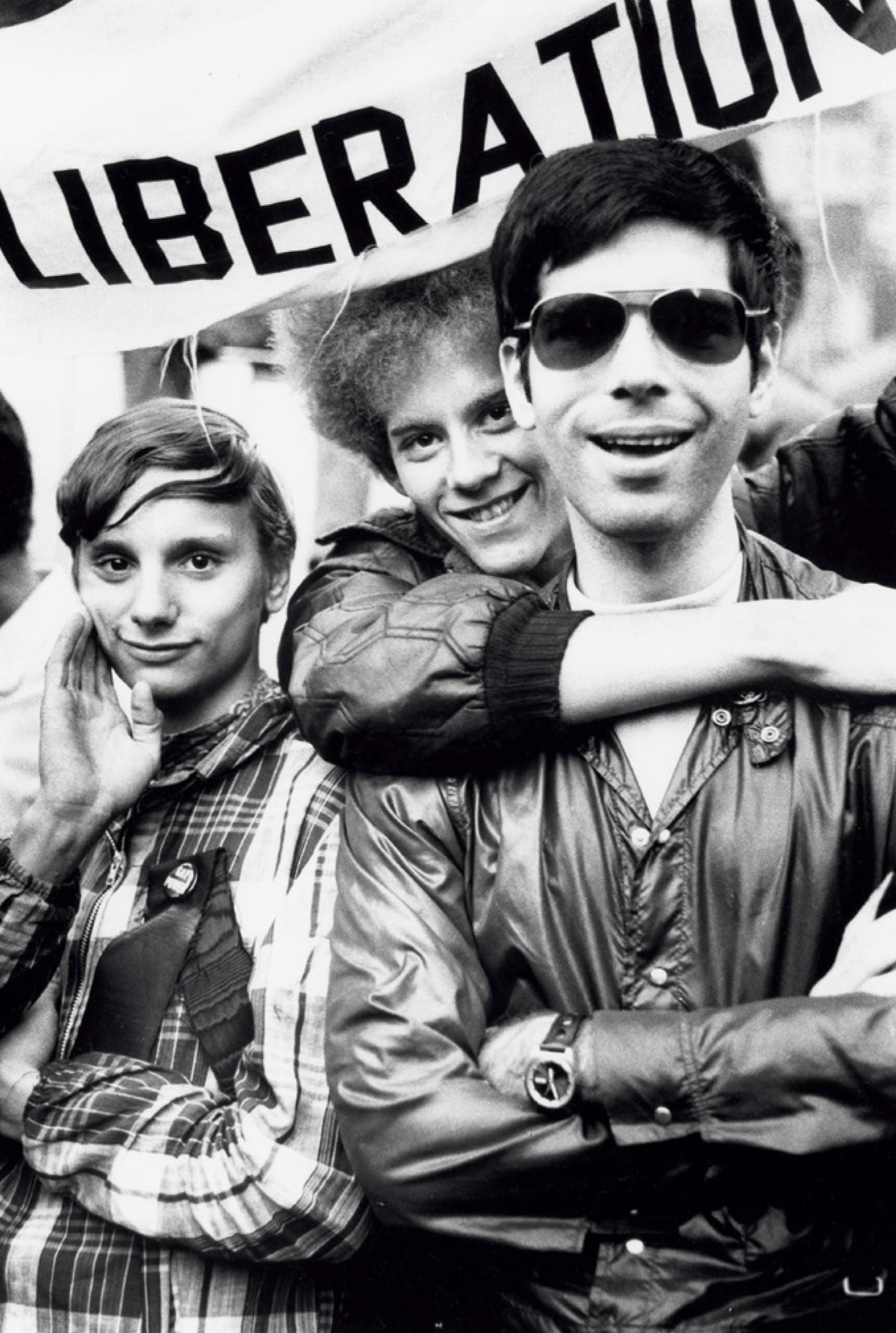 一群示威者參與紐約時代廣場的同性戀解放陣線(Gay Liberation Front)遊行,攝於1969年。(時報出版提供)