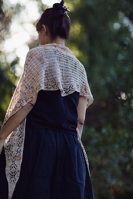 Joji Locatelli has a new one skein shawl! Venezia is a delicate shawlette perfect for any single skein of fingering weight yarn worked from tip to tip.