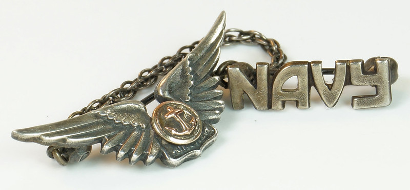RD24560 2 Piece WWII Amico Aircrew Wings Sterling & Navy Pin on Chain DSC04480
