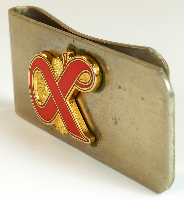 RD27307 Vintage Lucky Lager Money Clip Beer Advertising Collectible DSC04489