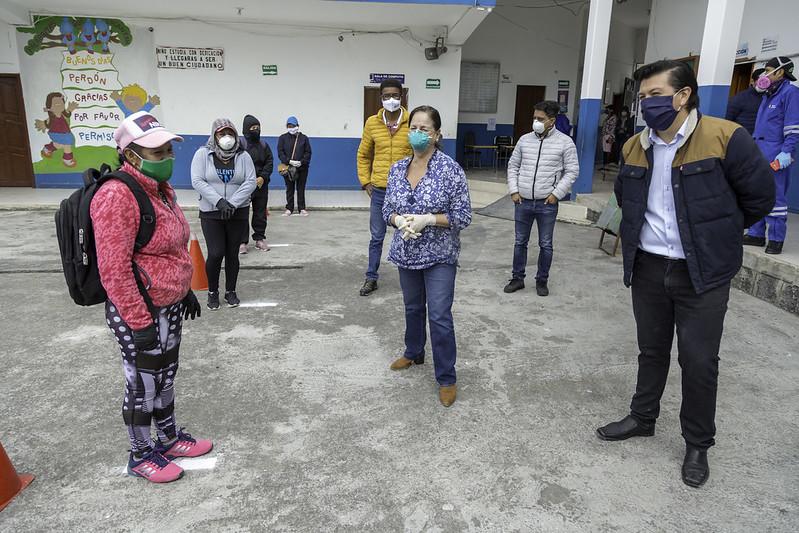 Entrega de raciones alimenticias en UE Gonzales Suarez - Salcedo
