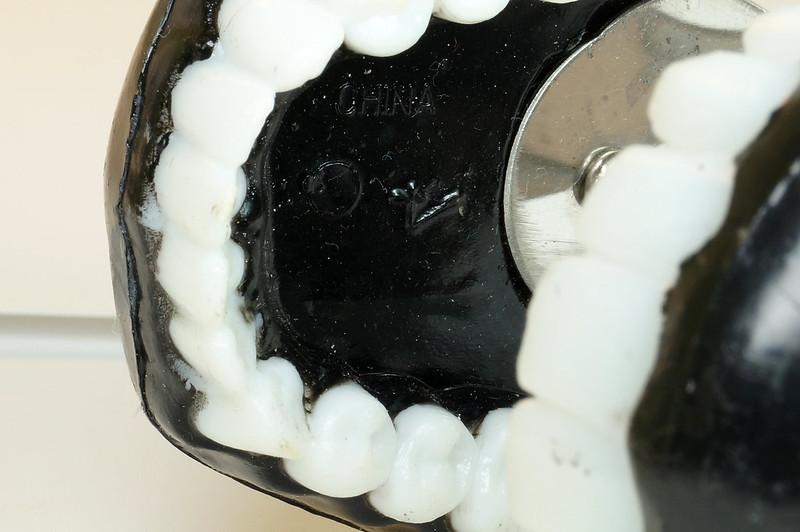 RD16352 Vintage Novelty TEETH ICE TONGS - Teeth Sugar, Joke Dentist Chattering DSC04503