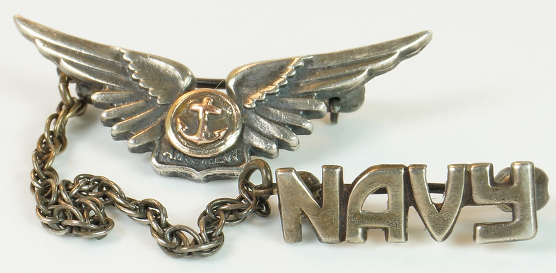 RD24560 2 Piece WWII Amico Aircrew Wings Sterling & Navy Pin on Chain DSC04478