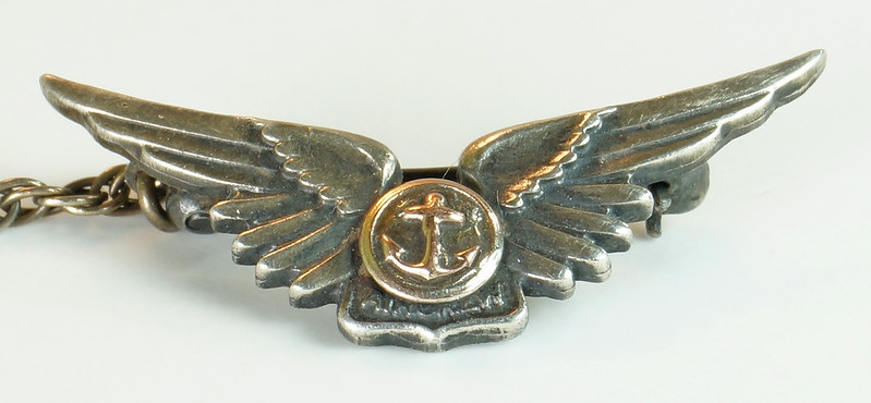 RD24560 2 Piece WWII Amico Aircrew Wings Sterling & Navy Pin on Chain DSC04472