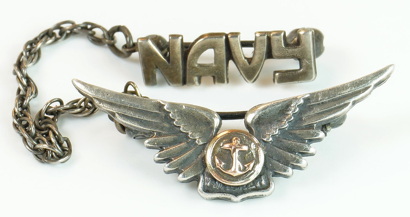 RD24560 2 Piece WWII Amico Aircrew Wings Sterling & Navy Pin on Chain DSC04471