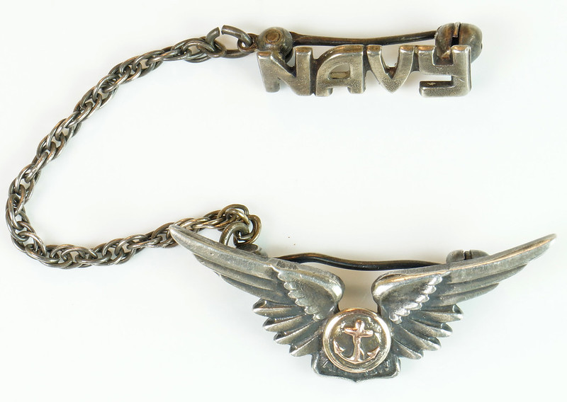 RD24560 2 Piece WWII Amico Aircrew Wings Sterling & Navy Pin on Chain DSC04470