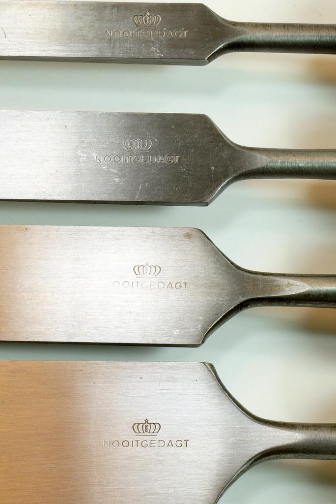RD29652 4 Vintage Nooitgedagt Crown Swedish Steel Chisels DSC04535